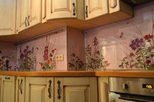 рисунки на кухонном фартуке из стекла